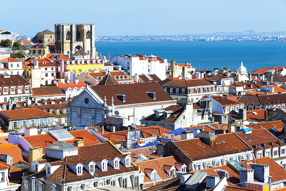 Se (Cathedral) and city skyline, Lisbon, Portugal, Europe