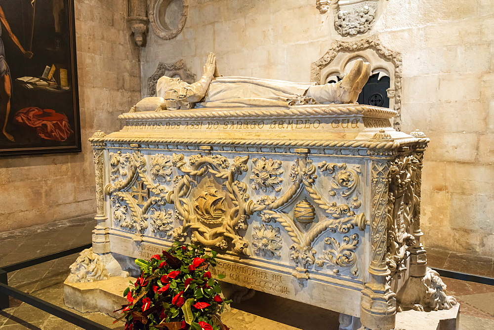 Tomb of Vasco da Gama, Santa Maria Church, Mosteiro dos Jeronimos (Monastery of the Hieronymites), UNESCO World Heritage Site, Belem, Lisbon, Portugal, Europe
