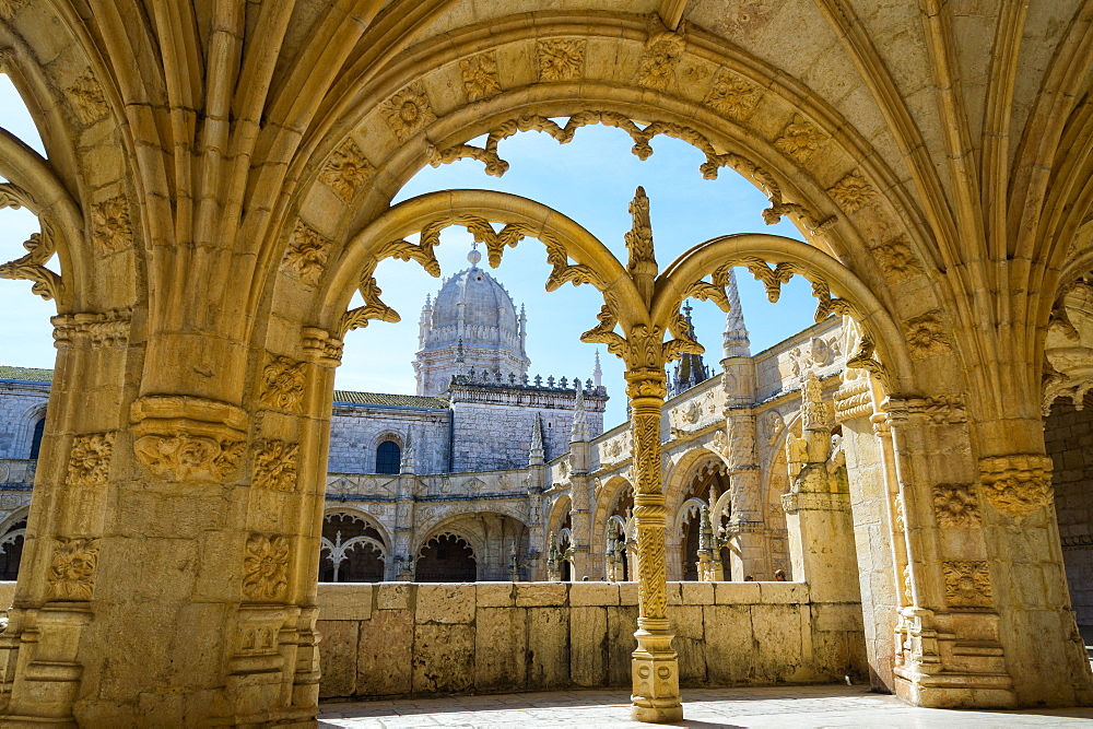 Manueline ornamentation in the cloisters of Mosteiro dos Jeronimos (Monastery of the Hieronymites), UNESCO World Heritage Site, Belem, Lisbon, Portugal, Europe
