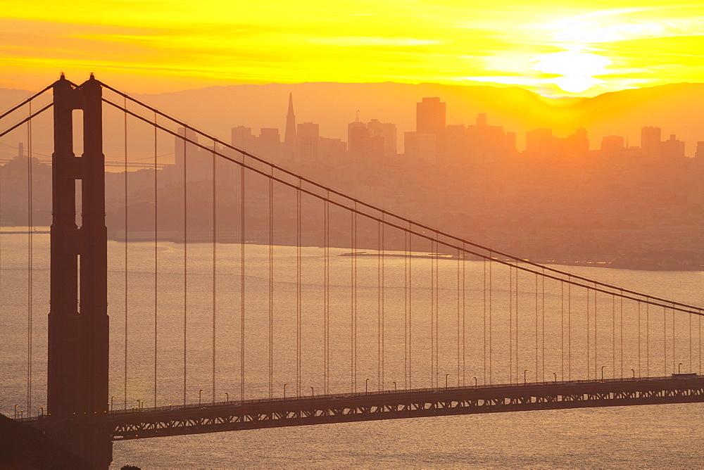 Sillouette of the Golden Gate Bridge and San Francisco skyline at sunrise, San Francisco, California, United States of America, North America - 1132-133