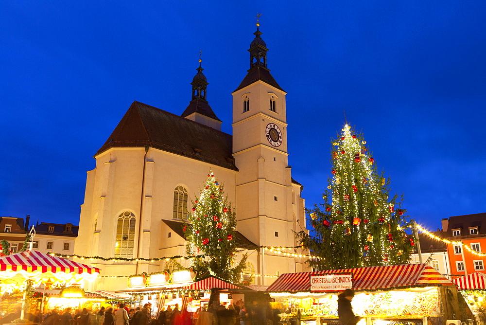 Christmas Market in Neupfarrplatz, Regensburg, Bavaria, Germany, Europe