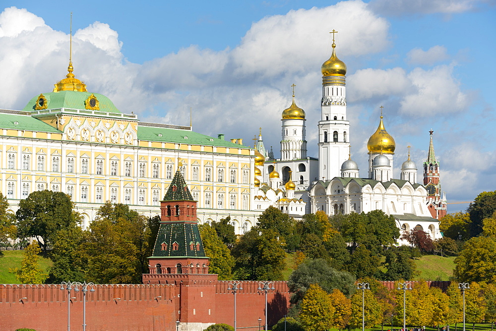 View of the Kremlin on the banks of the Moscow River, UNESCO World Heritage Site, Moscow, Russia, Europe