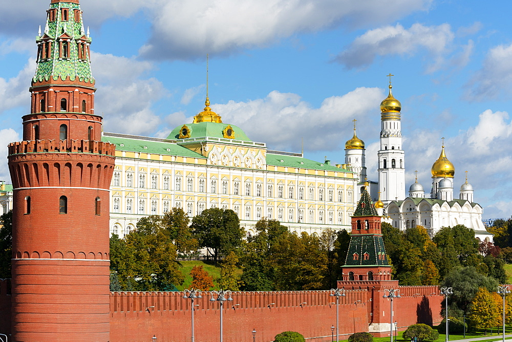 View of the Kremlin, UNESCO World Heritage Site, Moscow, Russia, Europe