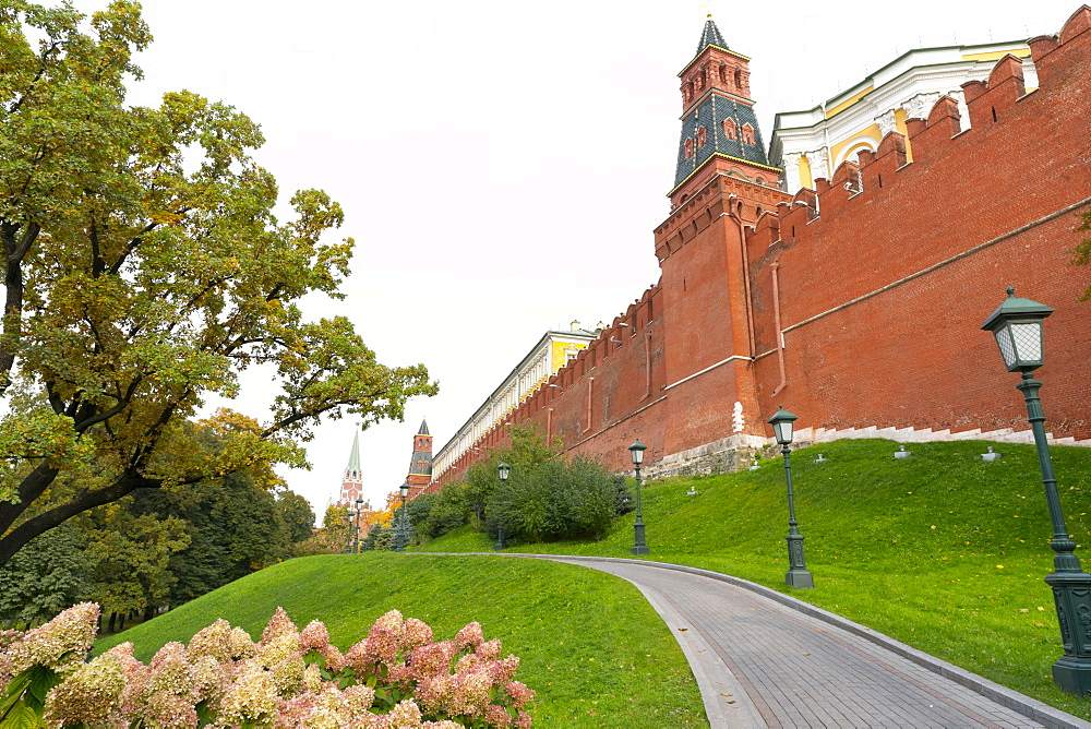 Path outside the walls of the Kremlinin in Alexandrovsky Gardens, Moscow, Russia, Europe