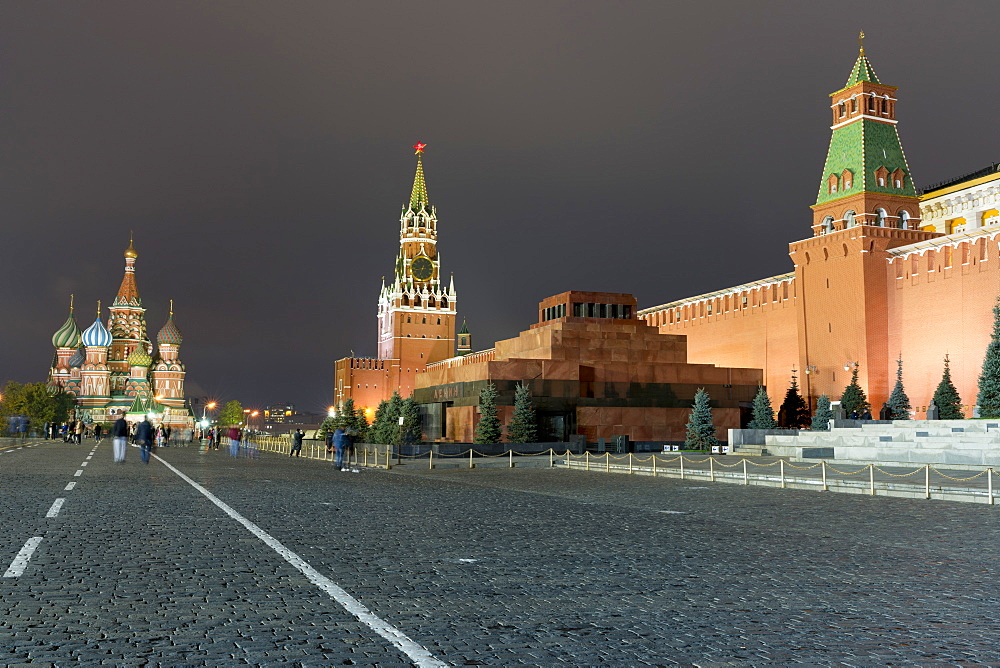 Red Square, St. Basil's Cathedral, Lenin's Tomb and walls of the Kremlin, UNESCO World Heritage Site, Moscow, Russia, Europe