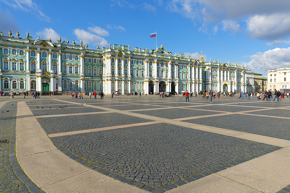 Palace Square (Dvortsovaya Place) and the Winter Palace (State Hermitage Museum), UNESCO World Heritage Site, St. Petersburg, Russia, Europe