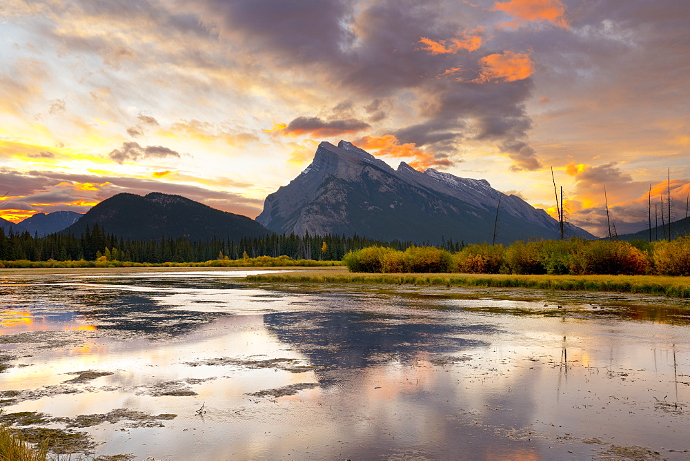 Mount Rundle and Vermillion Lakes at Sunrise, Banff National Park, UNESCO World Heritage Site, Alberta, Rocky Mountains, Canada, North America - 1132-411