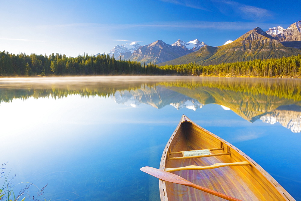 Canoe on Herbert Lake at sunrise, Banff National Park, UNESCO World Heritage Site, Alberta, Rocky Mountains, Canada, North America - 1132-412