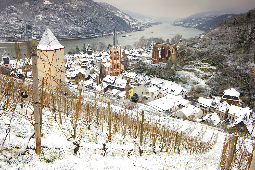 Overview of Bacharach and the Rhine River in winter, Rheinland-Pfalz (Rhineland-Palatinate), Germany, Europe