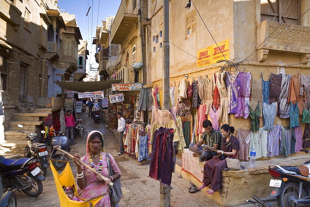 Market scene, Jaisalmer, Western Rajasthan, India, Asia