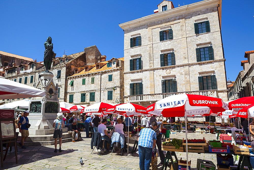 Gundulic Market Square, Stari Grad (Old Town), UNESCO World Heritage Site, Dubrovnik, Dalmatia, Croatia, Europe