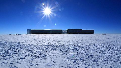 Amundsen-Scott South Pole Station move to tourists at magnetic South Pole