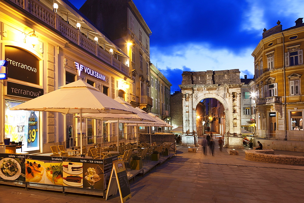 Triumphal arch of Sergil in Old Town, Pula, Istra, Croatia, Europe
