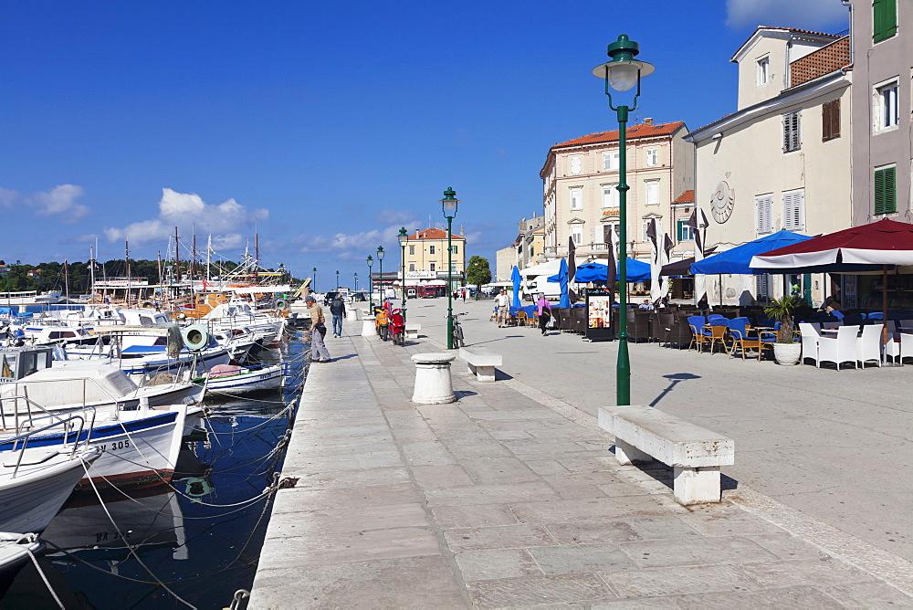 Harbour and promenade in the old town, Rovinj, Istria, Croatia, Europe