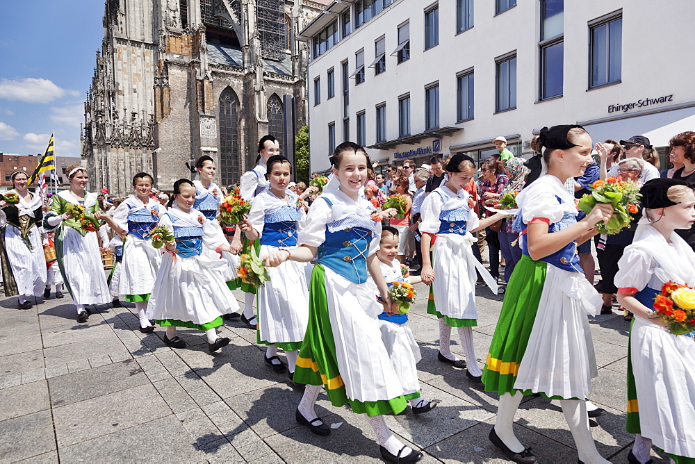 Fisher girls historical costumes at a parade at the Munsterplatz square, Fischerstechen, Ulm, Baden Wurttemberg, Germany, Europe