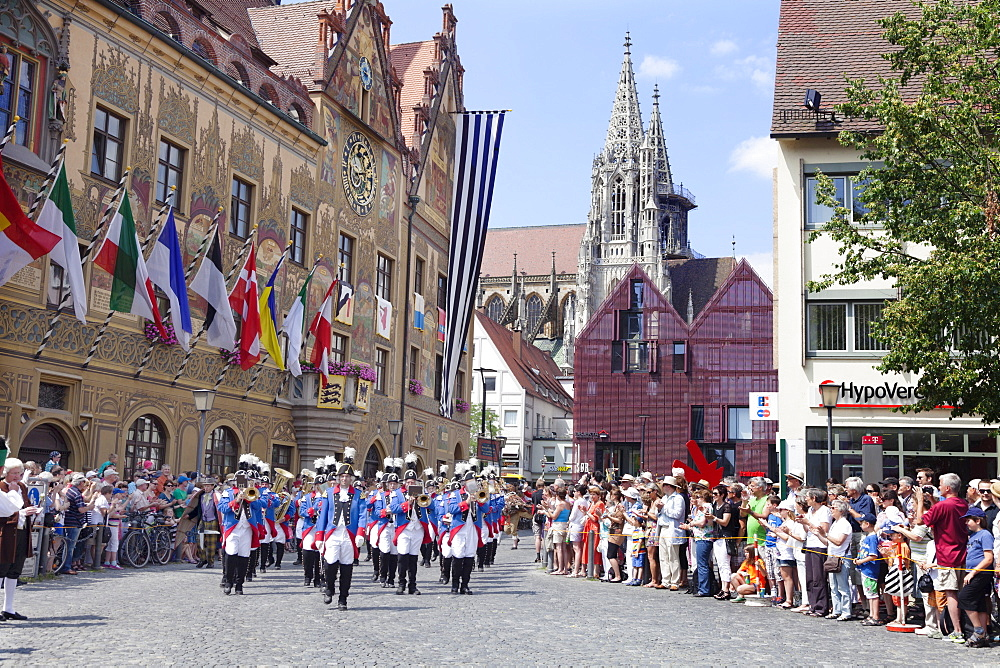 Historical parade at the townhall with Minster in the background, Fischerstechen, Ulm, Baden Wurttemberg, Germany, Europe