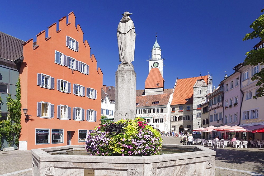 Hofstatt with town hall, St. Nikolaus Minster and fountain, Uberlingen, Lake Constance (Bodensee), Baden Wurttemberg, Germany, Europe