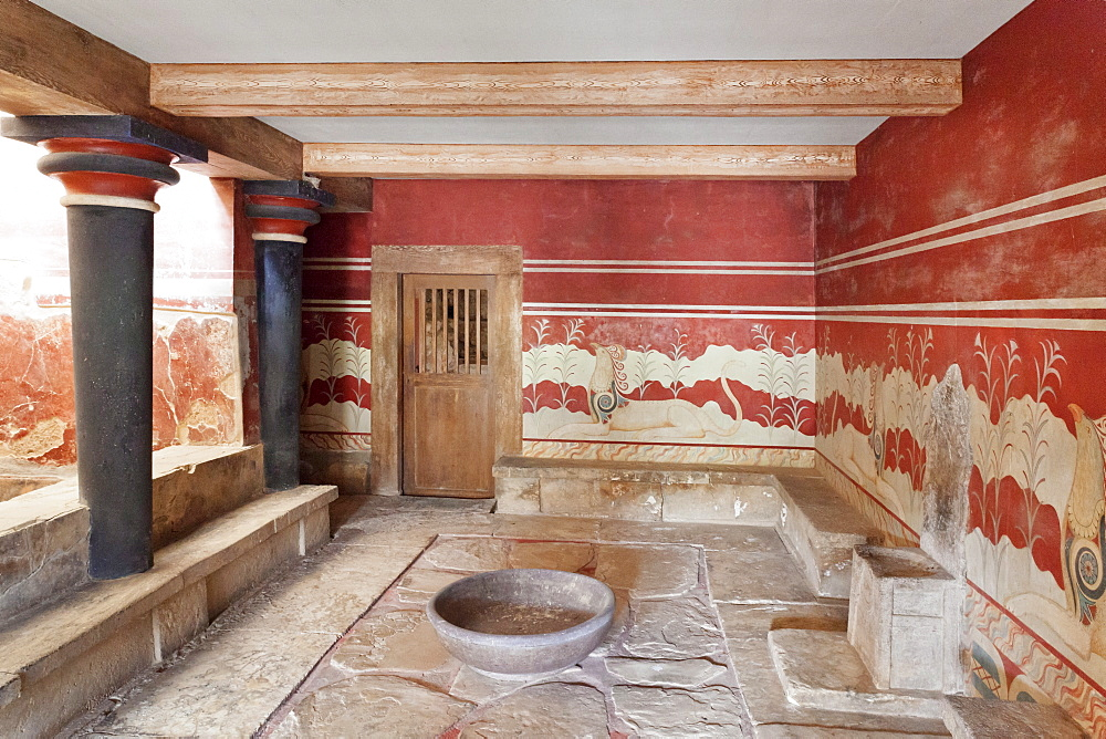 Room of the Throne, Palace of Knossos, Iraklion (Heraklion) (Iraklio), Crete, Greek Islands, Greece, Europe