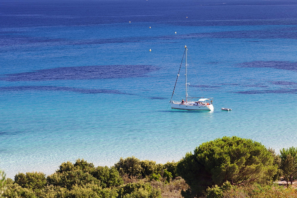 Sailing boat at the beach of Palombaggia, Corsica, France, Mediterranean, Europe