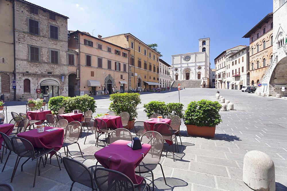 Street cafe at Piazza del Popolo Square, Duomo Santa Maria Cathedral, Todi, Perugia District, Umbria, Italy, Europe