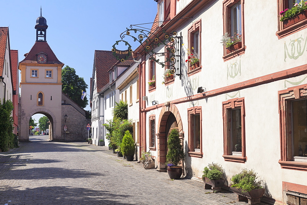 Ochsenfurter Tor Gate, main street, wine village of Sommerhausen, Mainfranken, Lower Franconia, Bavaria, Germany, Europe