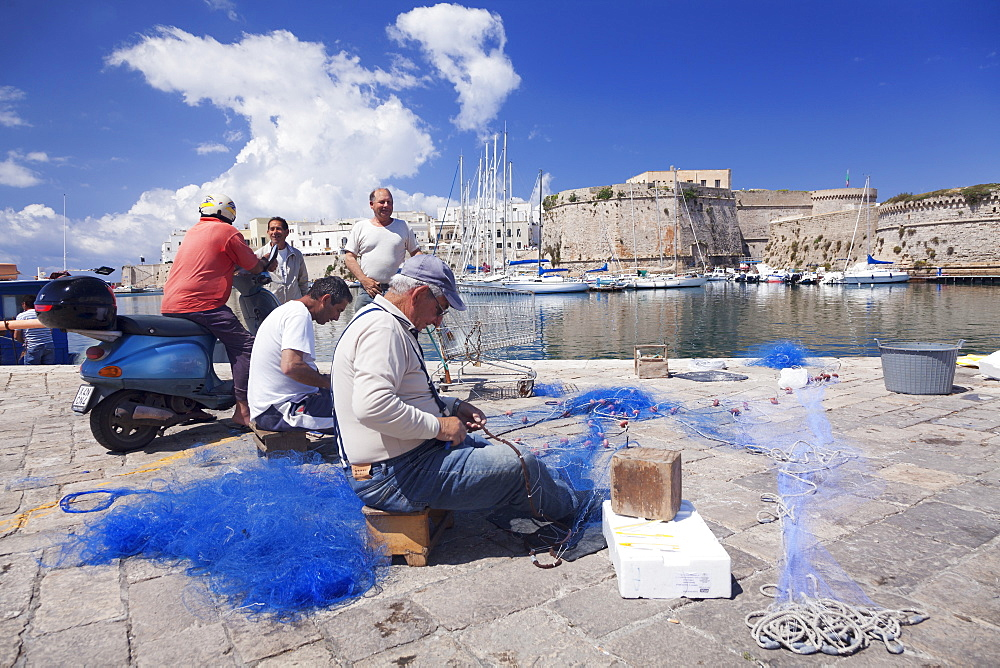 Fishermen at the harbour, old town with castle, Gallipoli, Lecce province, Salentine Peninsula, Puglia, Italy, Europe