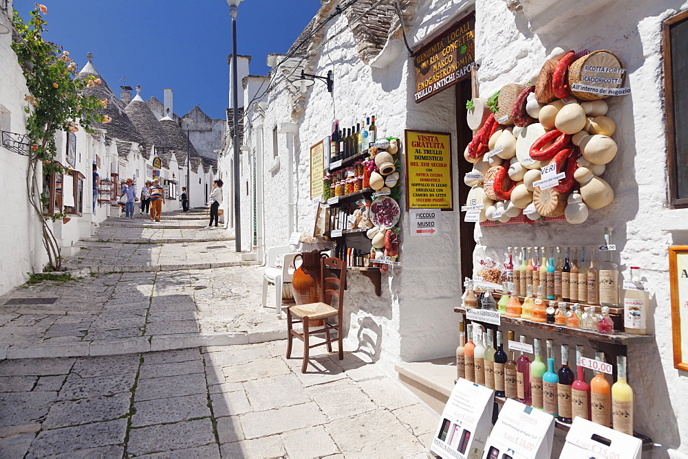 Souvenir shop on street of Trulli, traditional houses, Rione Monti area, Alberobello, UNESCO World Heritage Site, Valle d'Itria, Bari district, Puglia, Italy, Europe