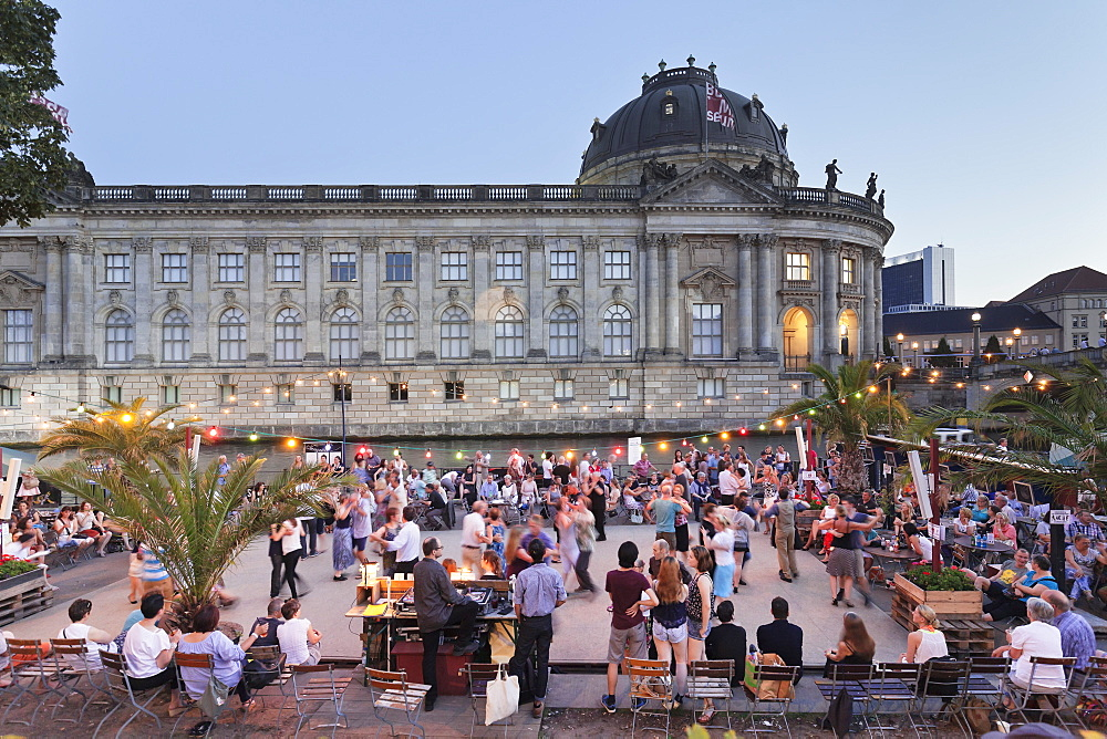 Urban beach Strandbar Mitte, Bode Museum, Museum Island, UNESCO World Heritage Site, Mitte, Berlin, Germany, Europe