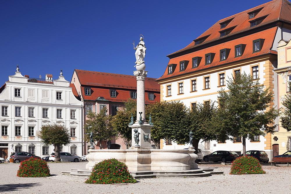 Karlsplatz square, Marienbrunnen fountain, Neuburg an der Donau, Bavaria, Germany
