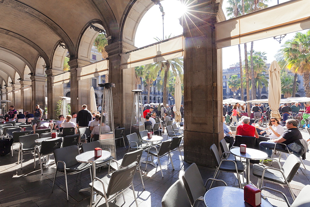 Street cafe at Placa Reial, Barri Gotic, Barcelona, Catalonia, Spain, Europe