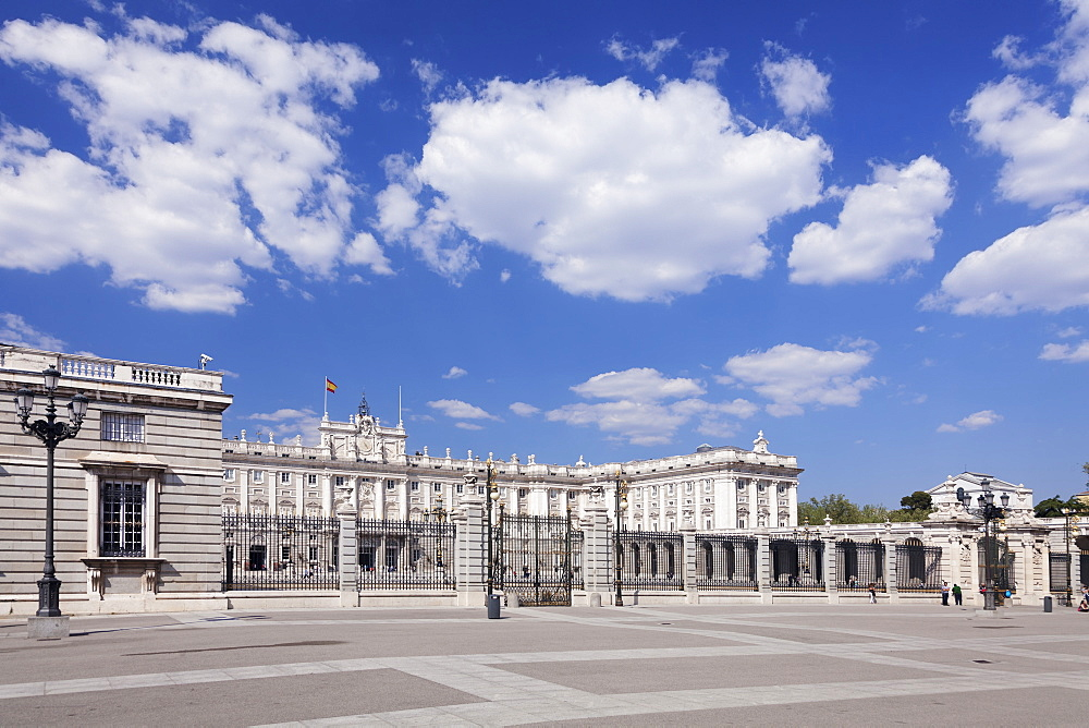 Royal Palace (Palacio Real), Plaza de la Armeria, Madrid, Spain, Europe