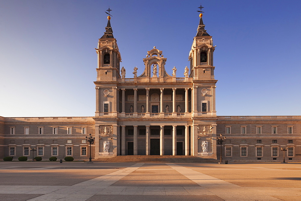 Almudena Cathedral (Santa Maria la Real de La Almudena), Plaza de la Armeria, Madrid, Spain, Europe