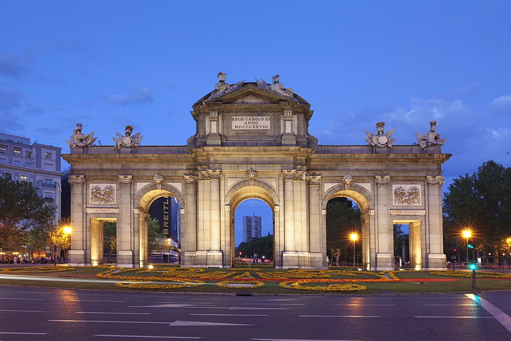 Puerta de Alcala Gate, Plaza de Indepencia, Madrid, Spain, Europe