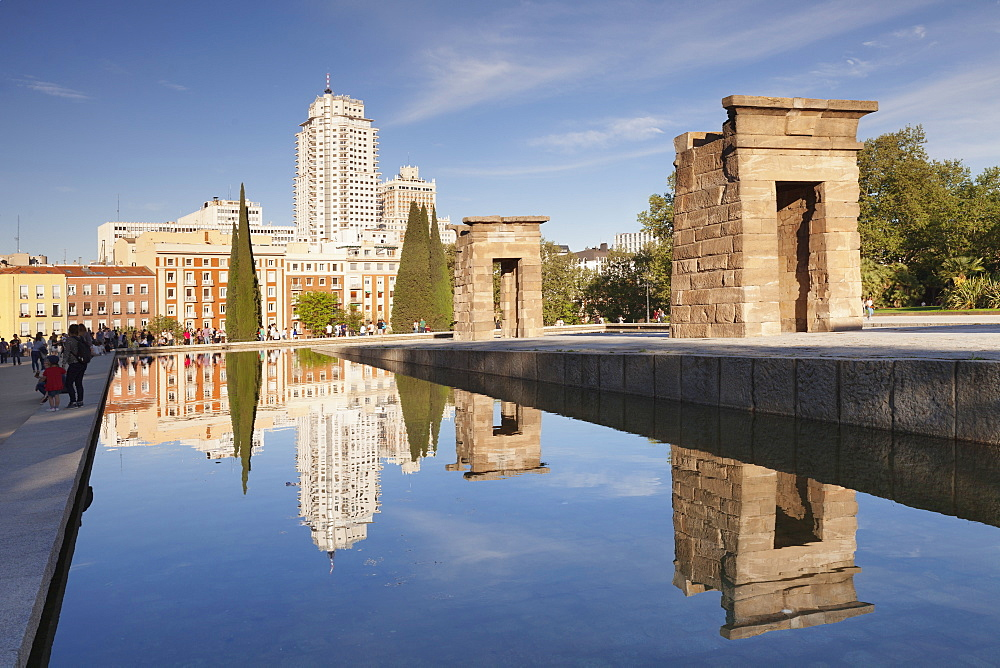 Temple of Debod (Templo de Debod), Parque del Oeste, Edificio Espana tower in the background, Madrid, Spain, Europe