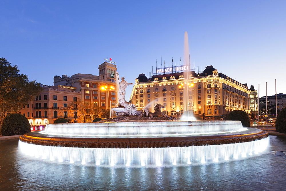 Fuente de Neptuno fountain, Plaza de Canovas del Castillo, Palace Hotel, Madrid, Spain