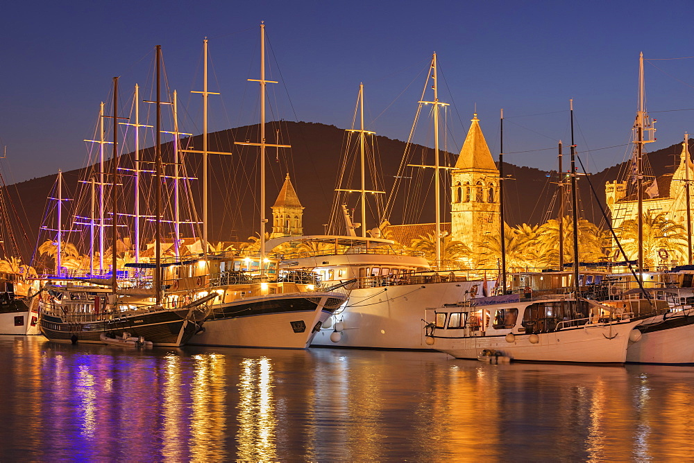 Sea Front Harbour in the Old Town (Stari Grad) of Trogir, UNESCO World Heritage Site, Dalmatia, Croatia - 1160-4153