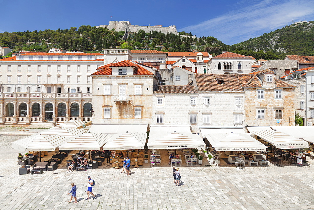 Restaurants at the Main Square, view to Spanisch Fortress, Hvar, Hvar Island, Dalmatia, Croatia, Europe