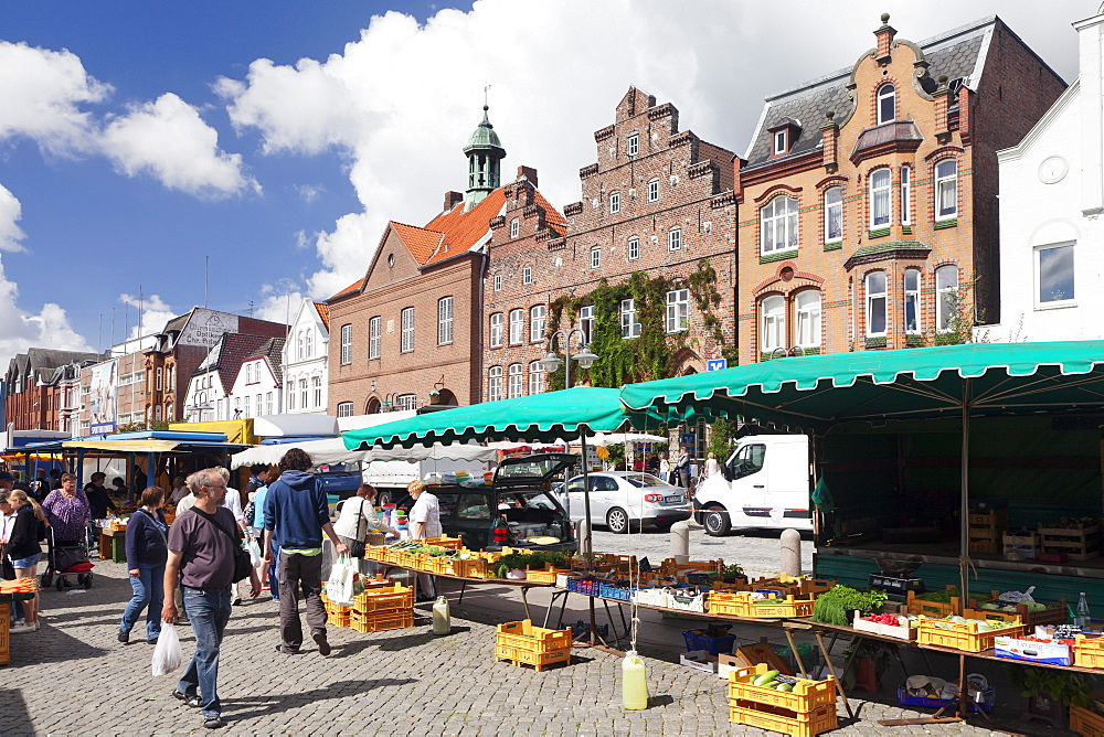 Weekly market at the market place of Husum, Schleswig Holstein, Germany, Europe