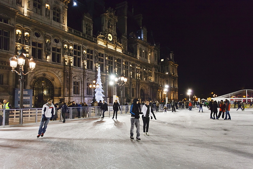 Ice skaters at the town hall Hotel de Ville at Christmas season, Paris, Ile de France, France, Europe