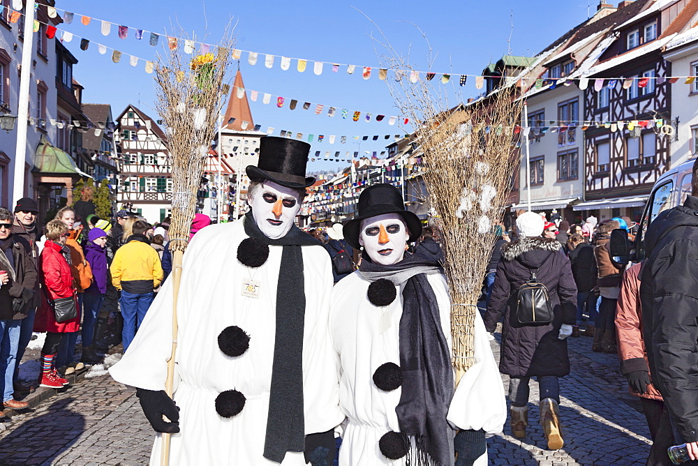 Couple in snowman costumes, Swabian Alemannic Carnival, Gengenbach, Black Forest, Baden Wurttemberg, Germany, Europe