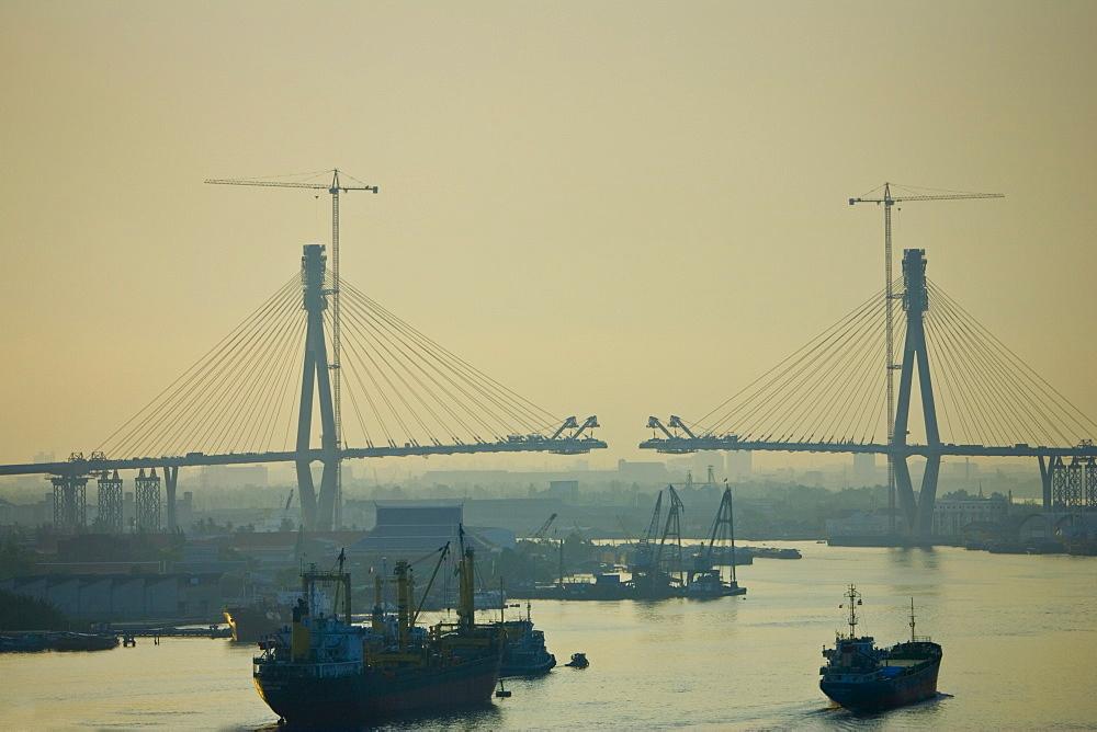 Cantilever bridge being built over the Chaophraya River, Bangkok, Thailand
