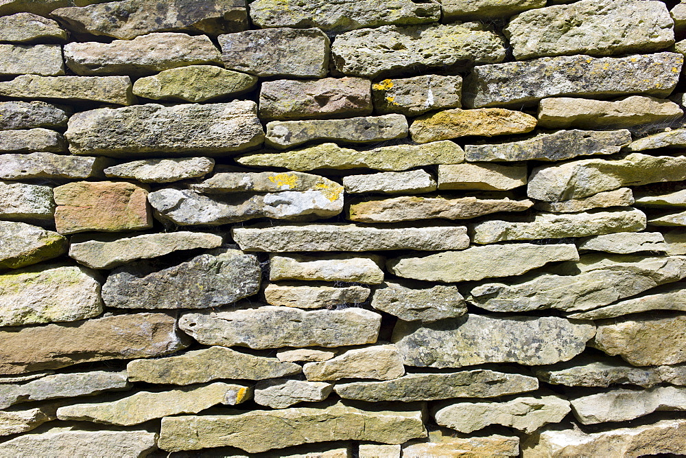 Drystone wall at Swinbrook in the Cotswolds, Oxfordshire, UK