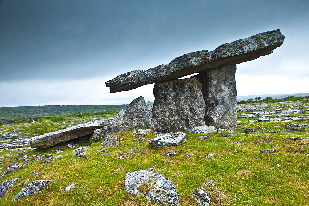 Poulnabrone Portal Dolmen megalythic burial tomb, 3800BC, in The Burren glaciated landscape, County Clare, Ireland