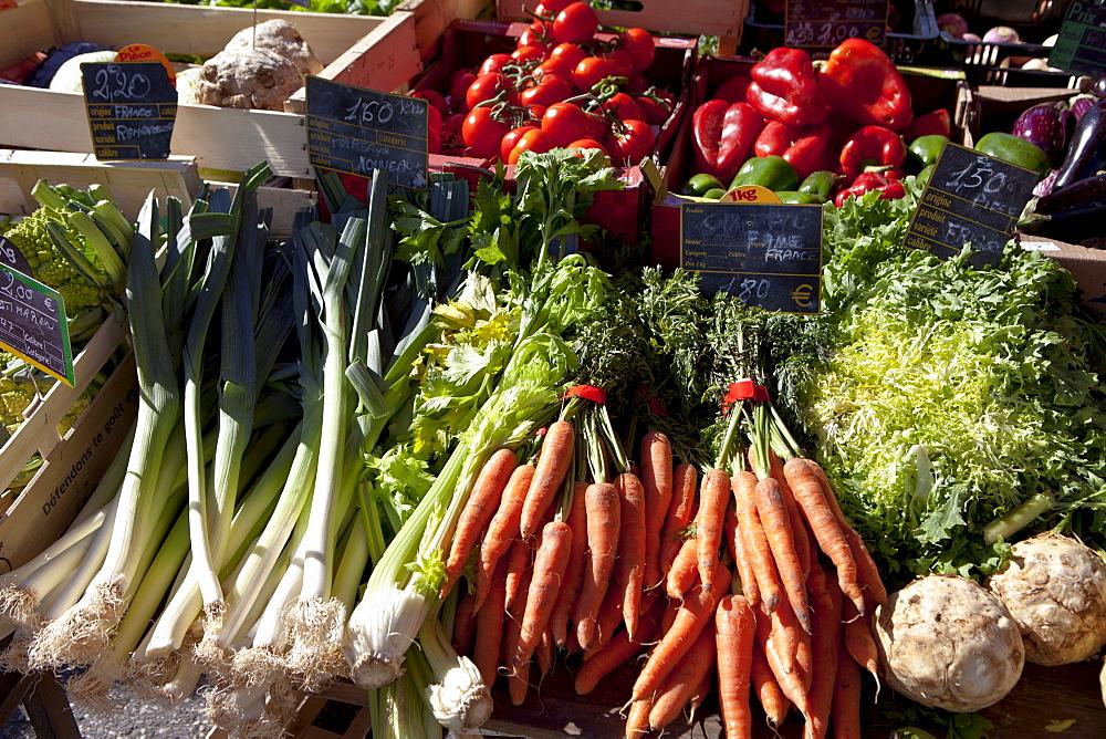 Fresh vegetables on sale at food market at Sauveterre-de-Guyenne, Bordeaux, France