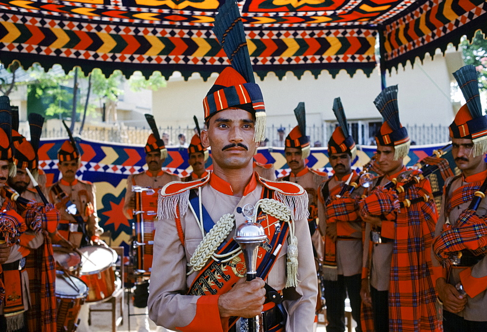 Pakistani soldier in ceremonial uniform in Islamabad, Pakistan