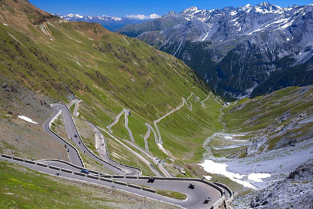 Cars on The Stelvio Pass (Passo dello Stelvio) (Stilfser Joch), on the route to Bormio, in the Eastern Alps in Northern Italy, Europe
