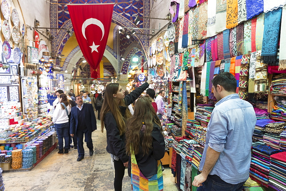 Young women tourists shopping in The Grand Bazaar, (Great Bazaar) (Kapali Carsi), Beyazi, Istanbul, Republic of Turkey, Europe - 1161-8611