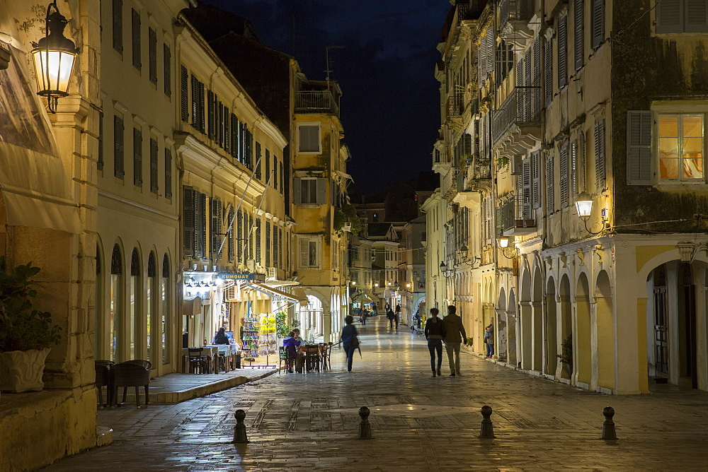 People strolling at night by the Spianada in Kerkyra, Corfu Town, Corfu, Greek Islands, Greece, Europe
