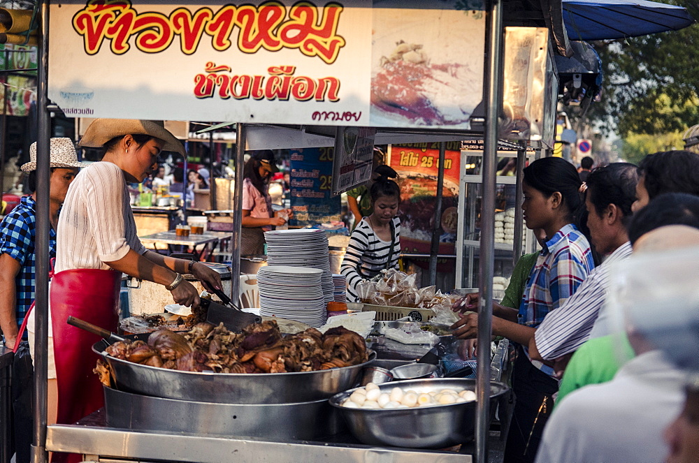 Evening food stalls on Mani Nopharat Road, Chiang Mai, Thailand, Southeast Asia, Asia