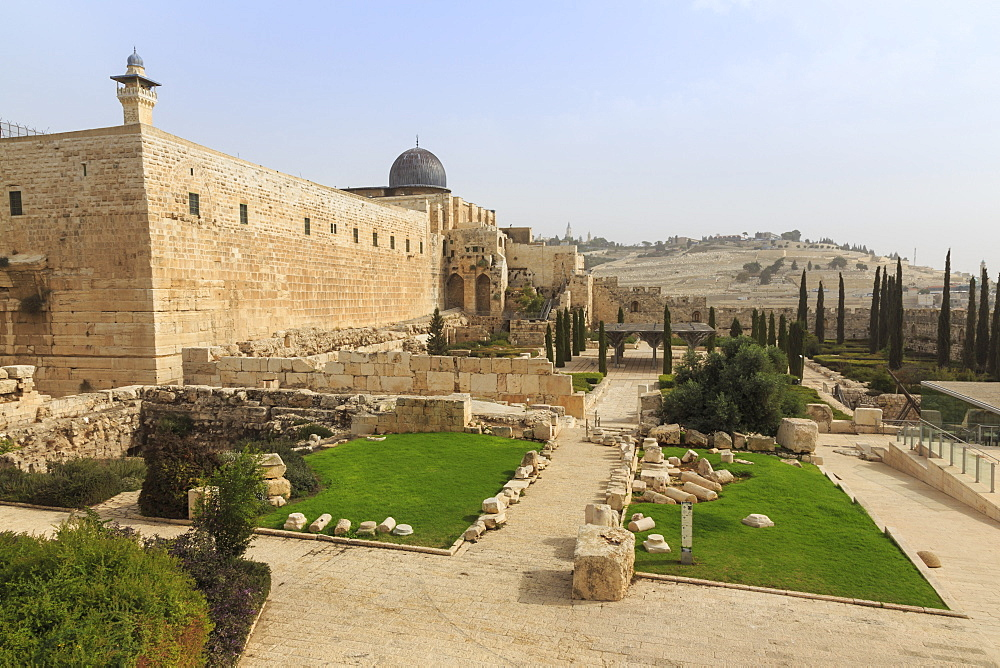 Al-Aqsa Mosque on Temple Mount with Archaeological Park and Mount of Olives, Jerusalem, UNESCO World Heritage Site, Israel, Middle East